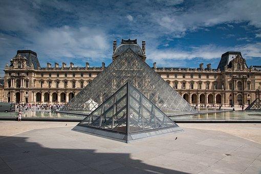 11. Madrid y París - París